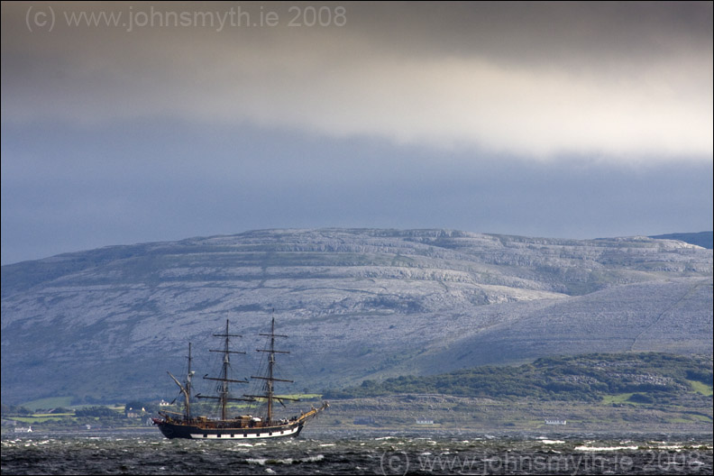 Jeannie Johnson sailing ship leaving Galway Bay